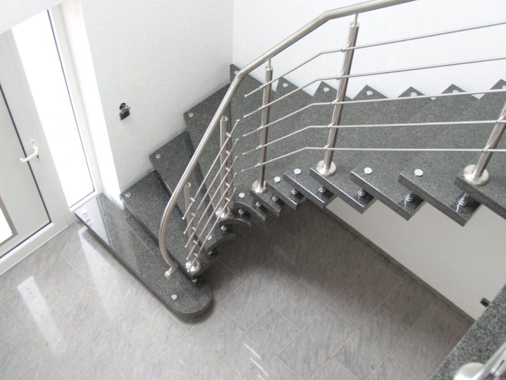 Jaki materiał wybrać na schody? Nowoczesne i trwałe schody w Twoim domu